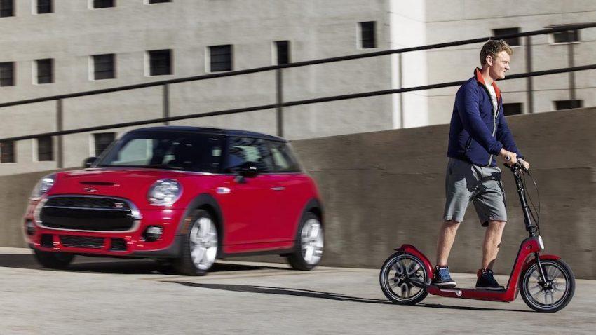 Najpierw samochód, a potem na dwa koła – zdrowy patent Mini