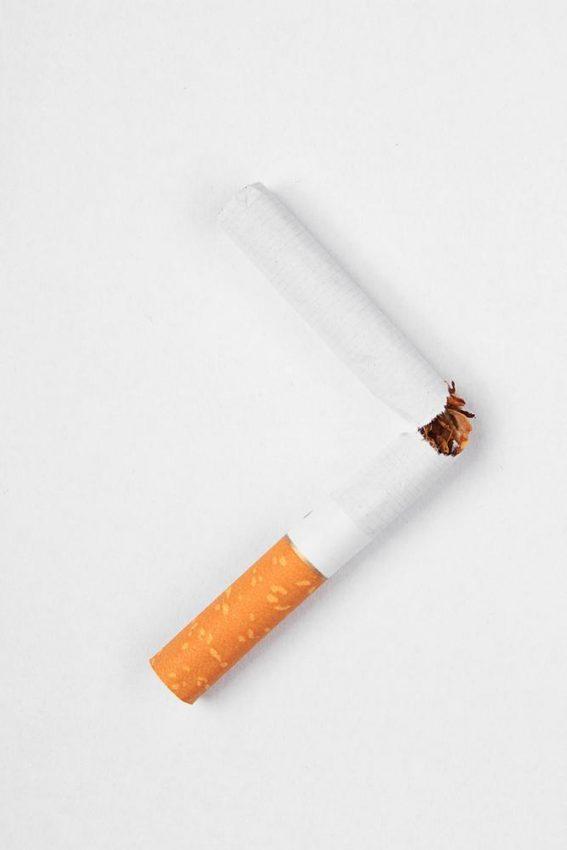 Kara czy nagroda – co lepiej działa na palaczy?
