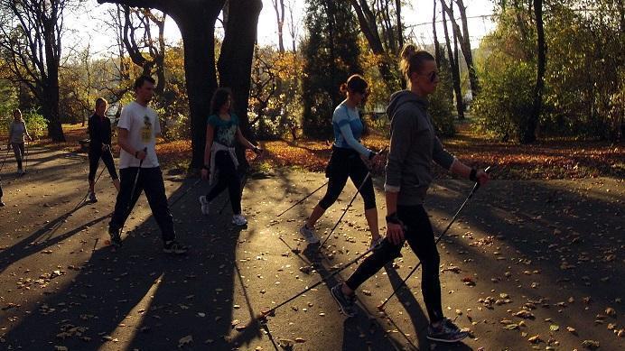 Nordic walking – to nie jest sport (tylko) dla starych ludzi