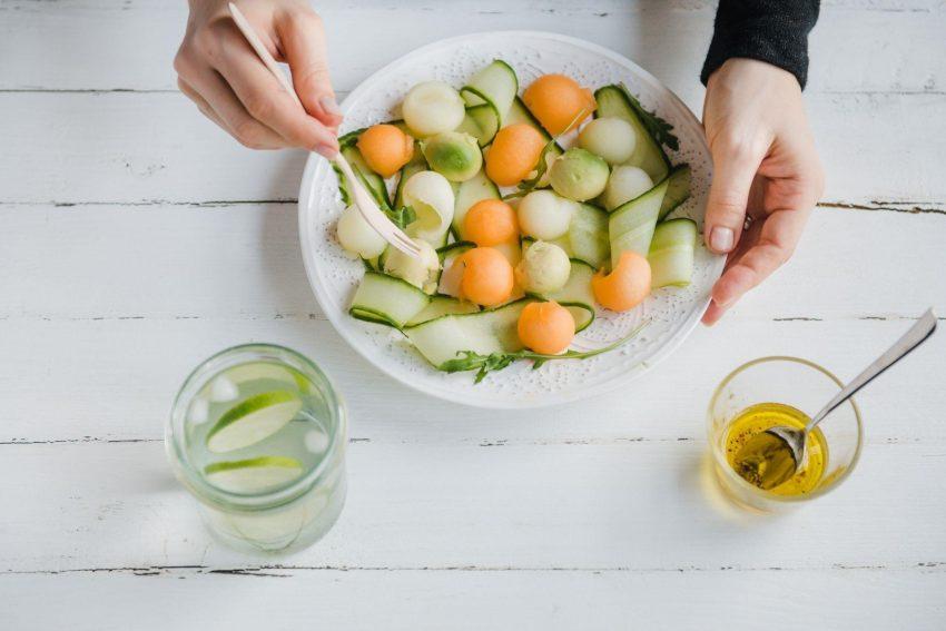 Sałatka z melonem, ogórkiem i awokado