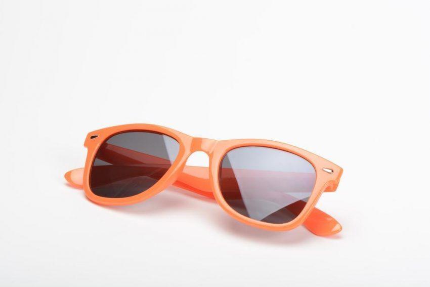 Okulary przeciwsłoneczne – nie kupuj na oko!