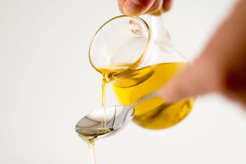 Płukanie ust olejem – po co to robić?