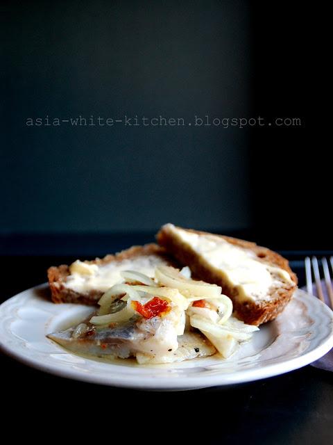 12 potraw wigilijnych_sledzie z suszonymi pomidorami