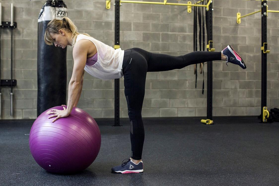cwiczenia-z-pilka-fitness