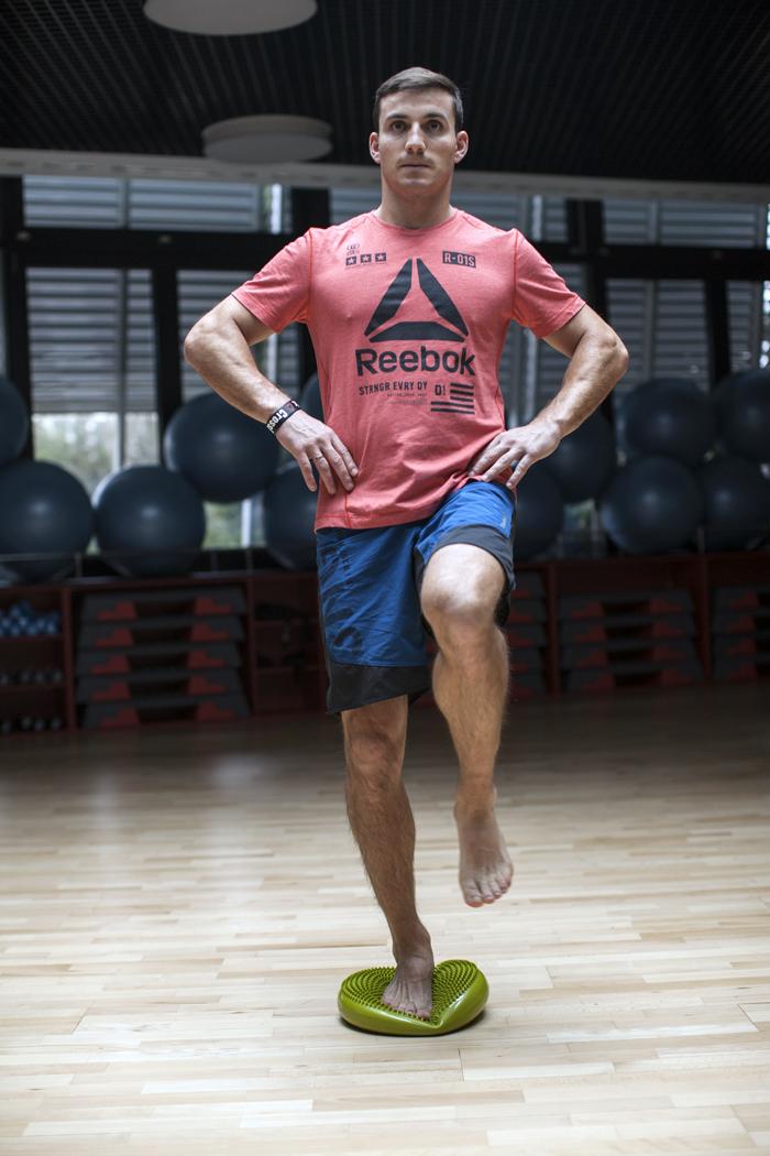 ćwiczenie na stabilizację - stanie na jednej nodze