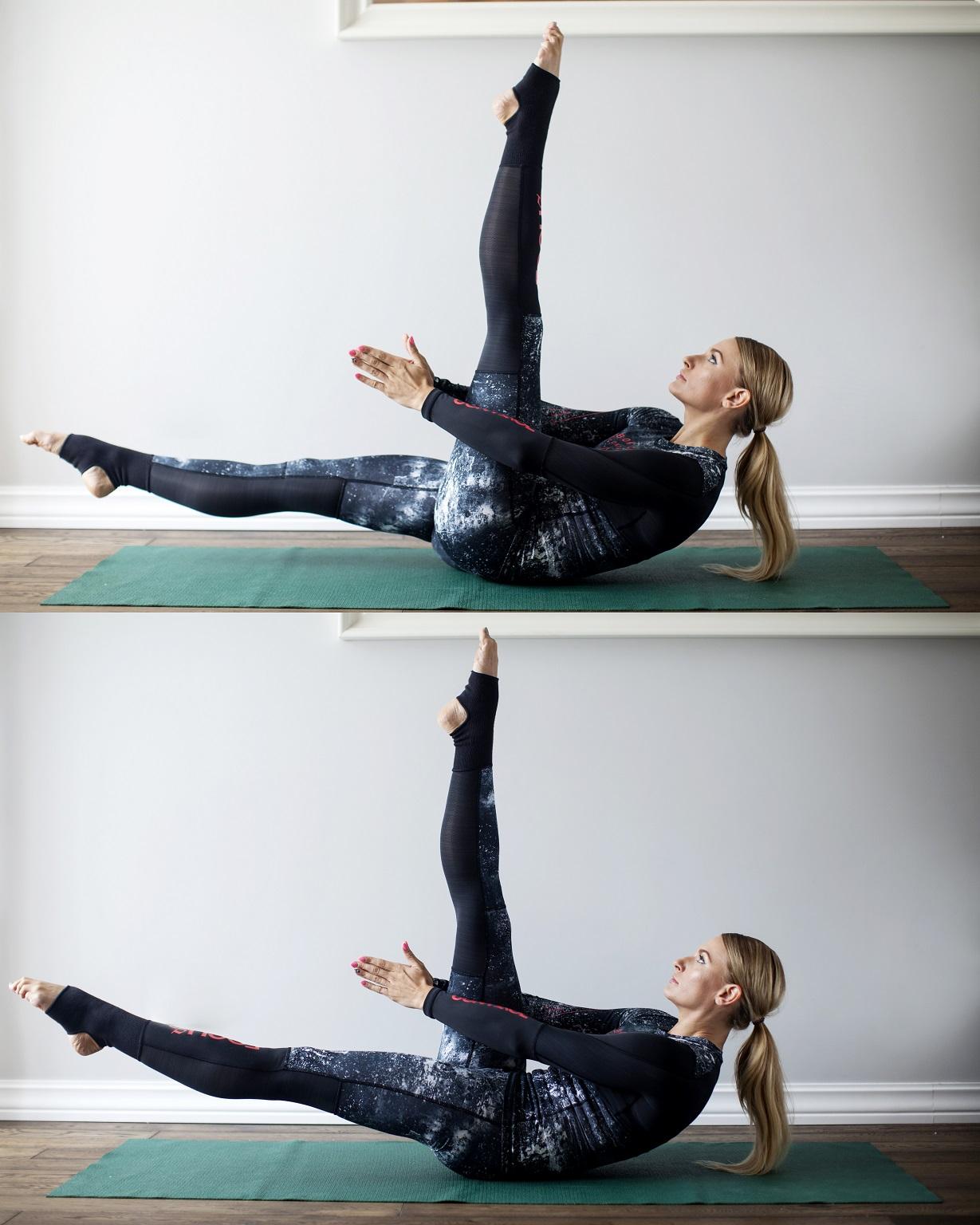 cwiczenia na core_unoszenie nogi z klasnieciem