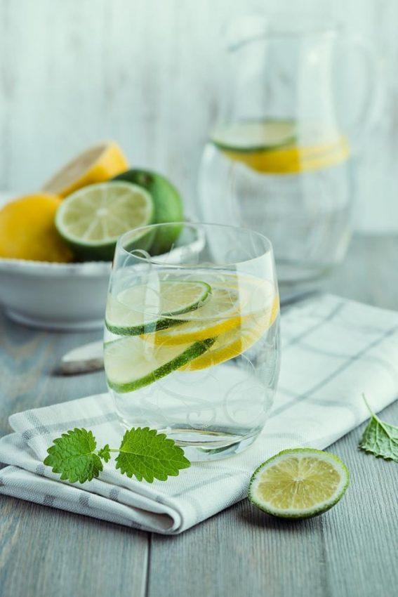 Woda z cytryną na dzień dobry