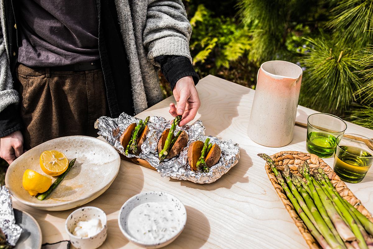 przepis na bataty i szparagi z grilla