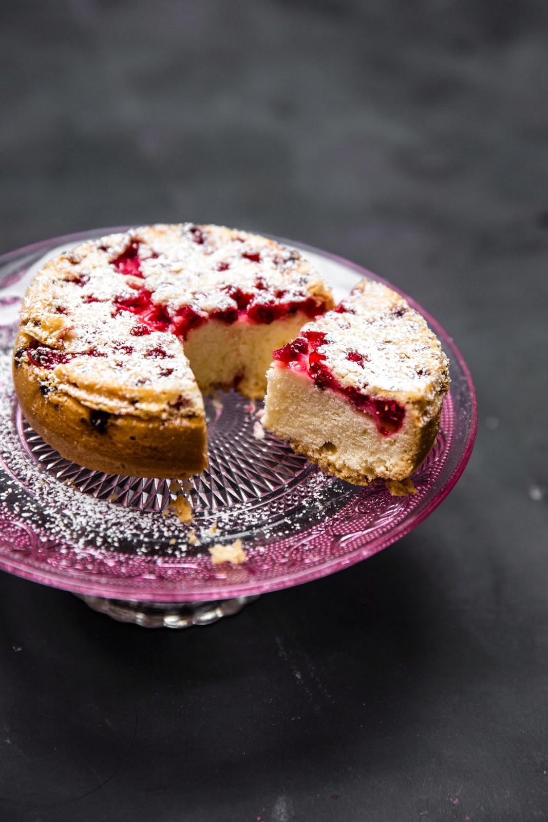 przepis-na-ciasto-z-owocami-sezonowymi_mloda-zonka
