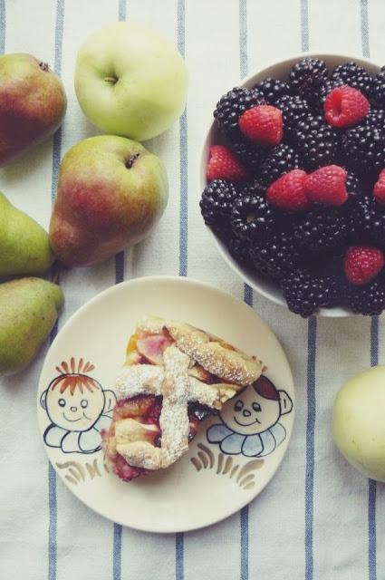 przepis-na-ciasto-z-owocami-sezonowymi_ugotujmy