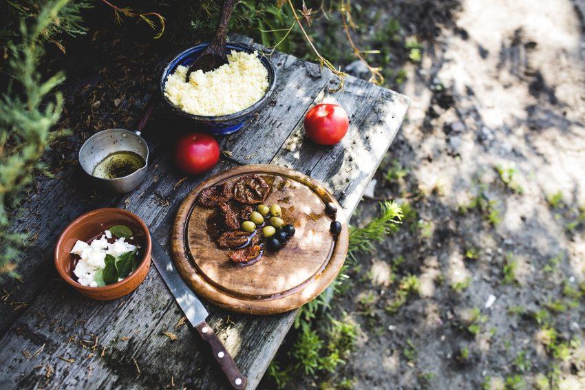 Zdrowa kolacja na szybko: kuskus z serem bałkańskim