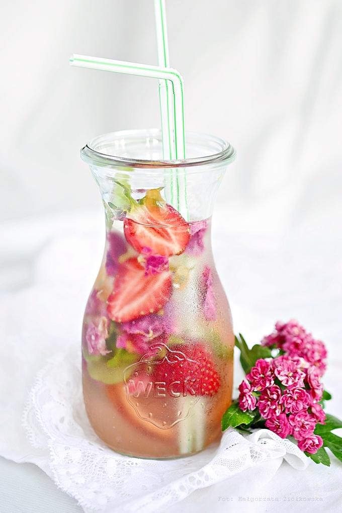 przepisy z truskawkami_lemoniada różano truskawkowa