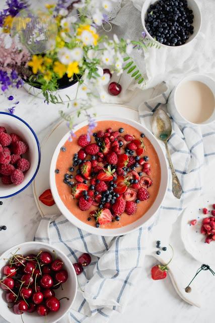 przepisy z truskawkami_smoothie bowl