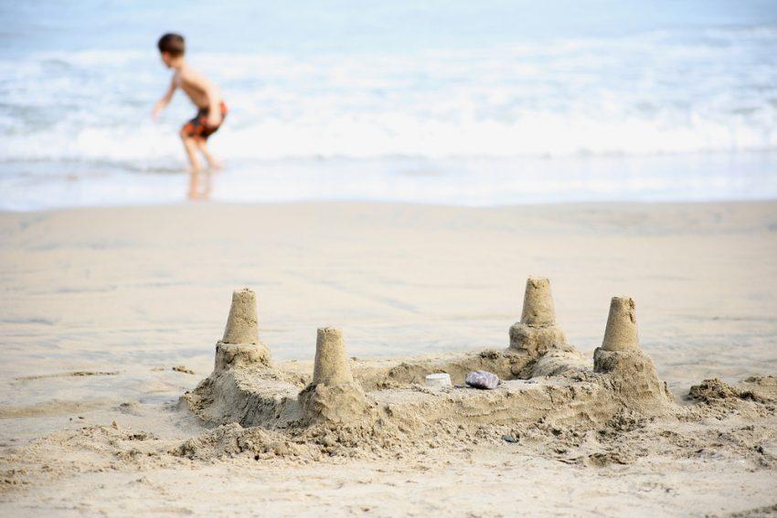 W co się bawić na plaży?