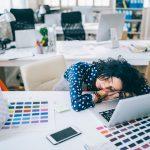 5 konsekwencji chodzenia do pracy z grypą