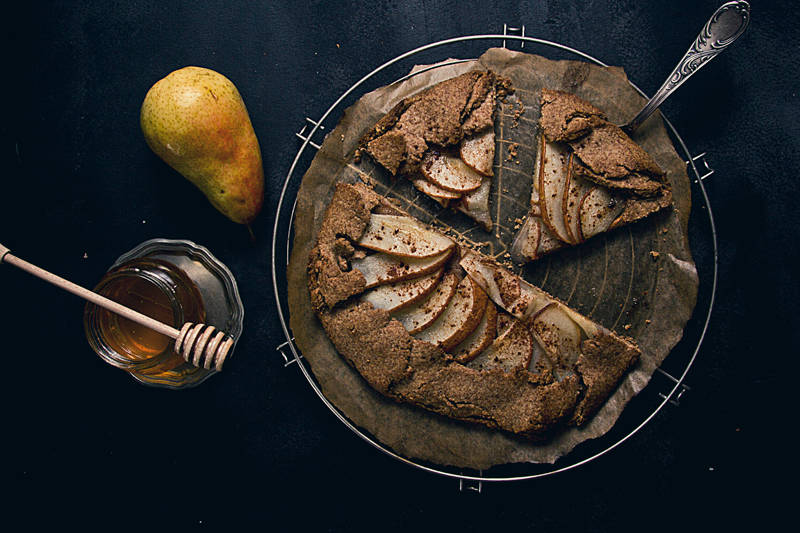 Galette - kruche ciasto z mąki razowej z dodatkiem złocistych gruszek