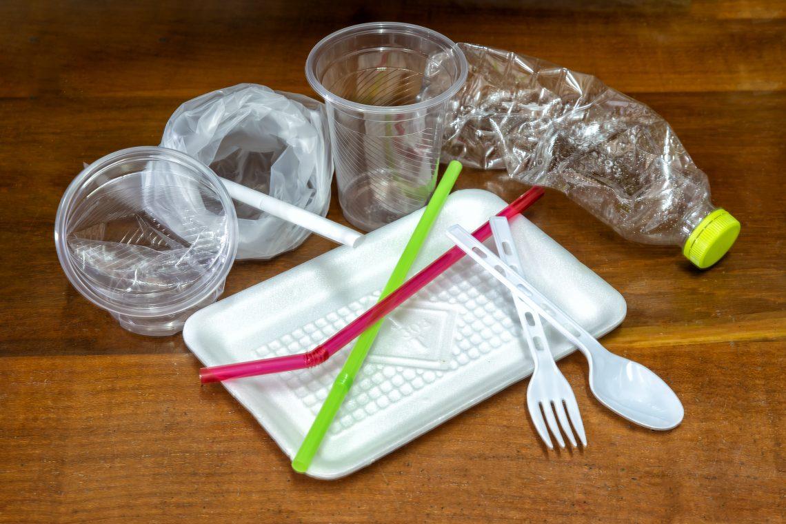 jednorazowe plastikowe słomki,sztućce, kubki, słomki