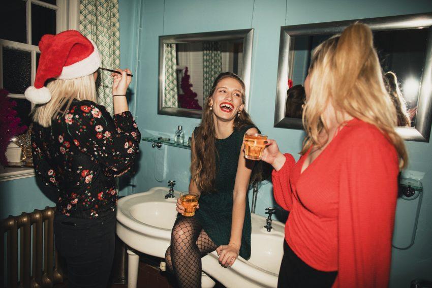 trzy kobiety podczas świąt