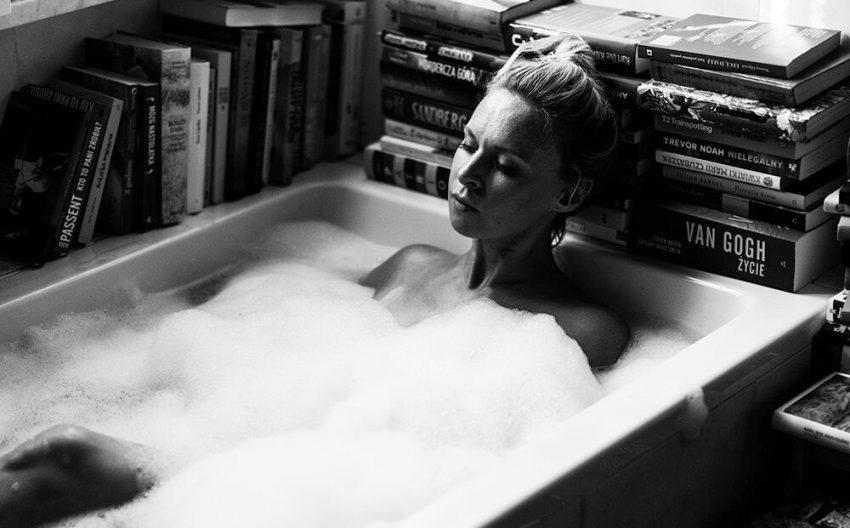 Paulina Holtz w wannie
