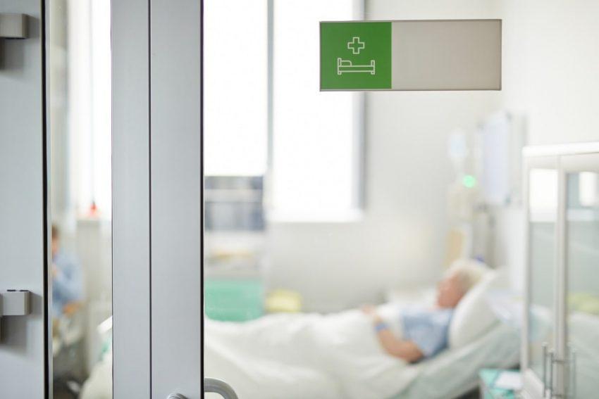 kobieta, leżąca w szpitalu