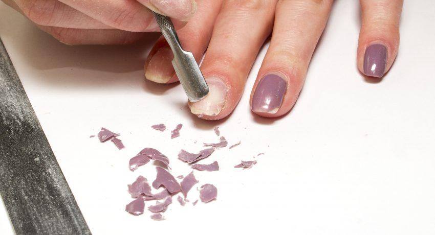 Usuwanie lakieru hybrydowego z paznokci