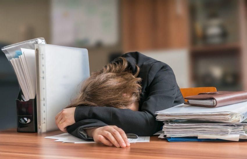 kobieta zmęczona pracą