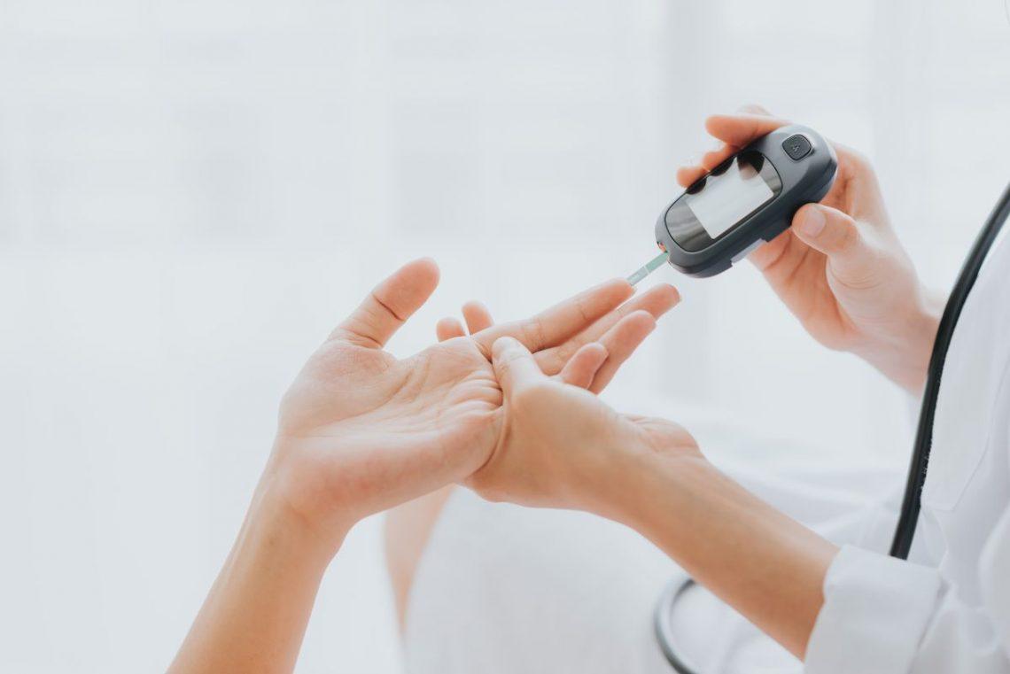 badanie glukometrem przy kwasicy ketonowej