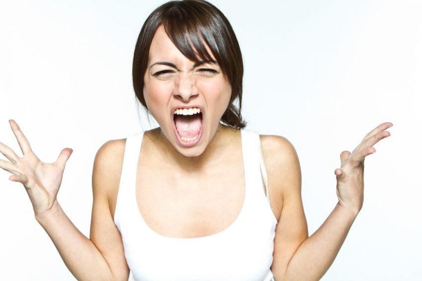 pms - krzycząca kobieta