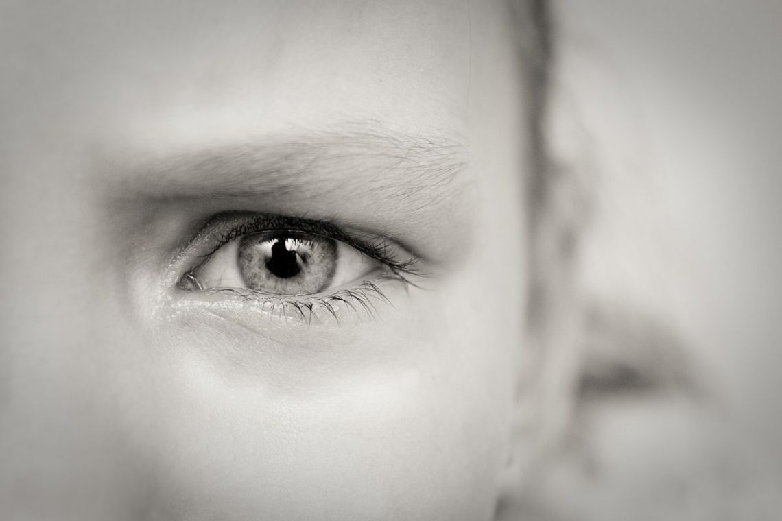 oko dziecka chorego na retinopatię