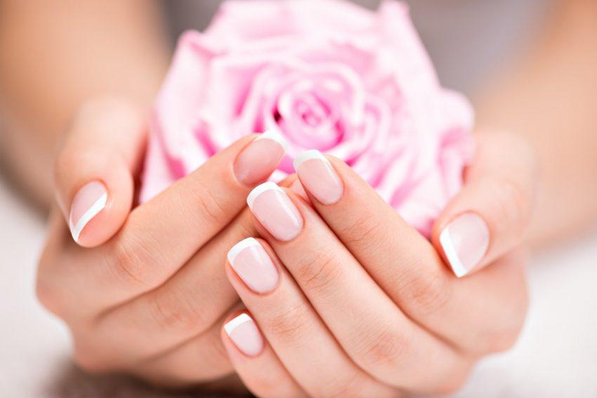 kobiece dłonie