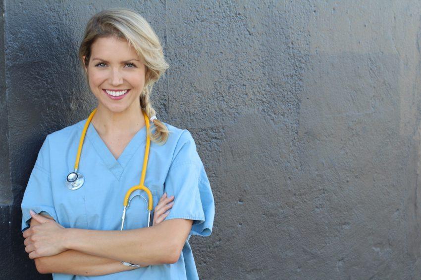 Uśmiechnięta lekarz balneolog.