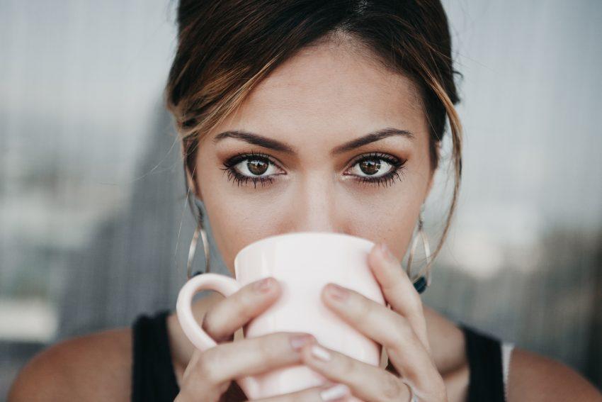 Czy można pić kawę podczas… ?