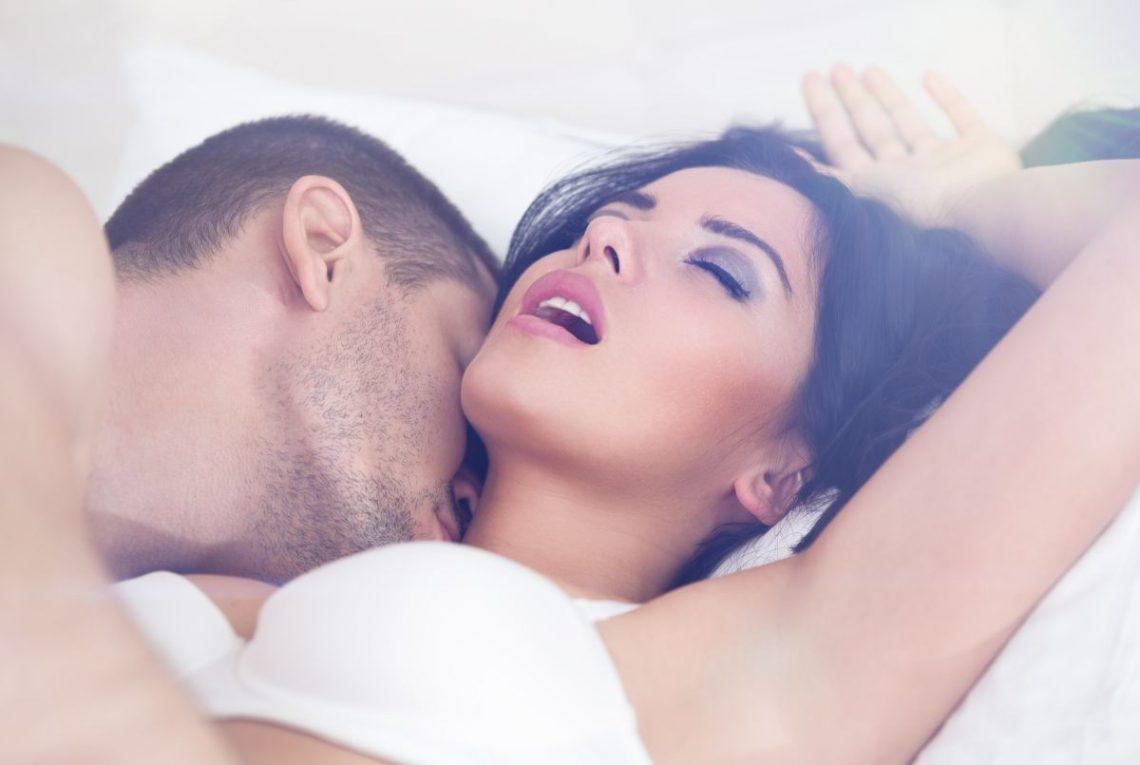 Para odbywa stosunek seksualny
