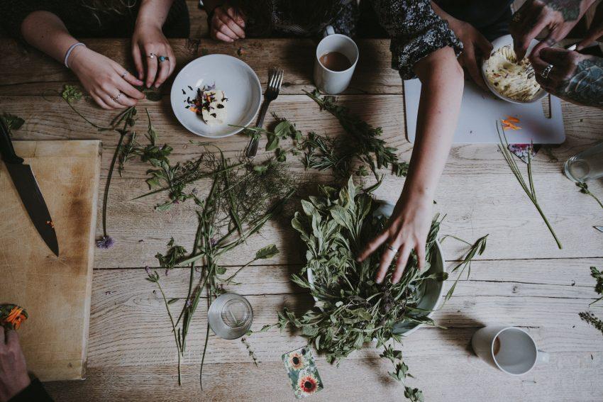 zioła na stole
