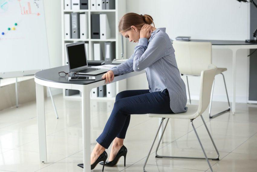 Kobieta cierpiąca z powodu protruzji