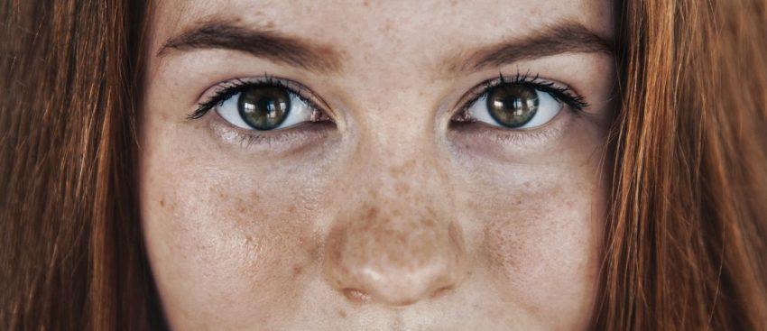oczy kobiety cierpiącej na prozopagnozję