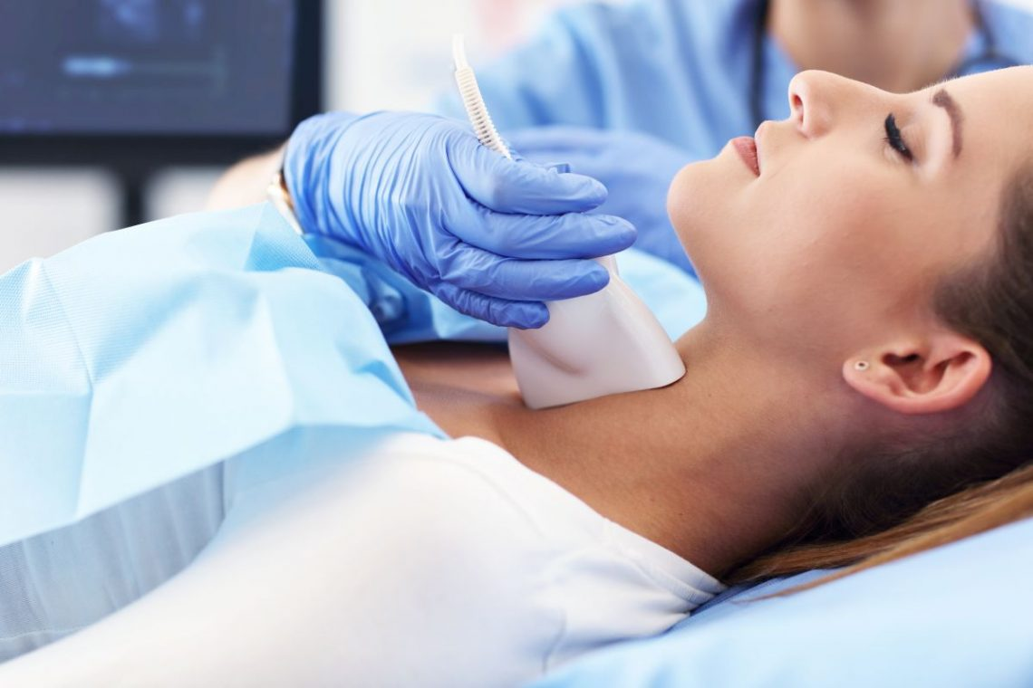 Kobieta przechodząca zabieg strumektomii