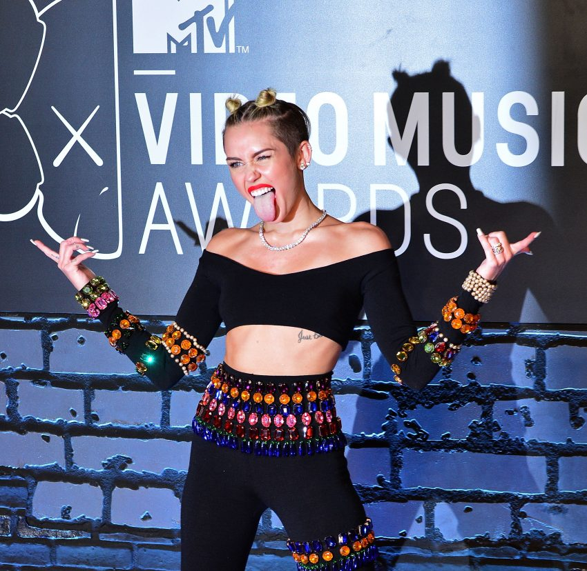 Miley cyrus seks lesbijski