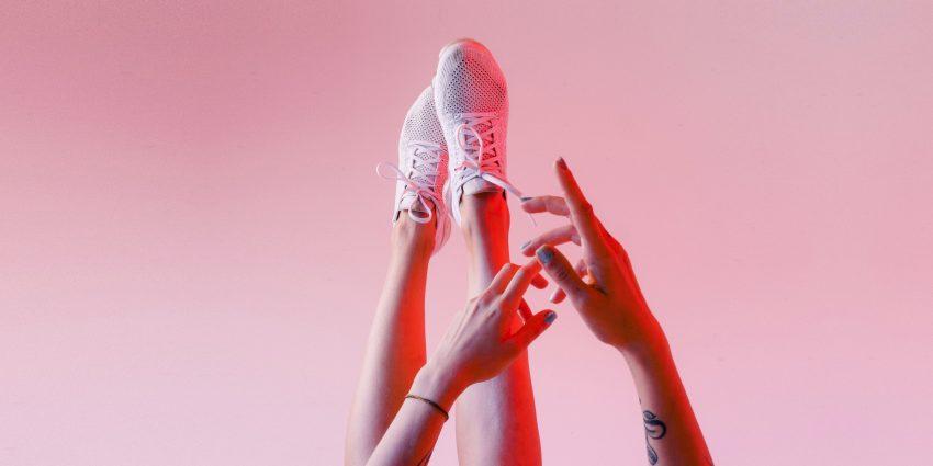 damskie dłonie i stopy