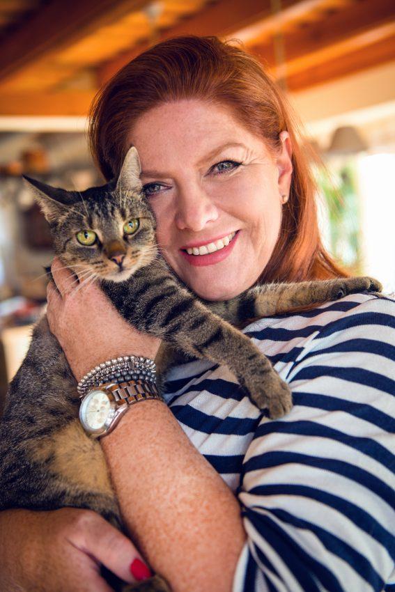 Katarzyna Dowbor ze swoim kotkiem