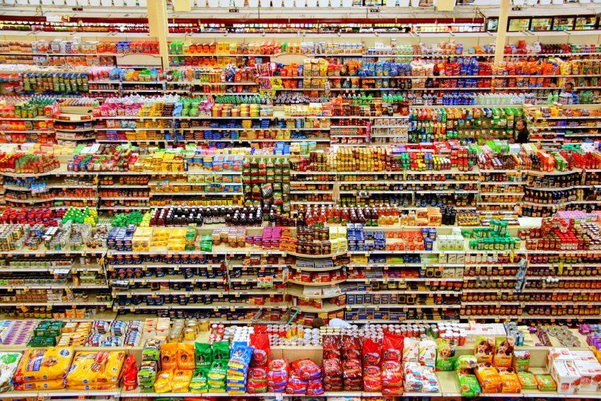 żywność w supermarkecie