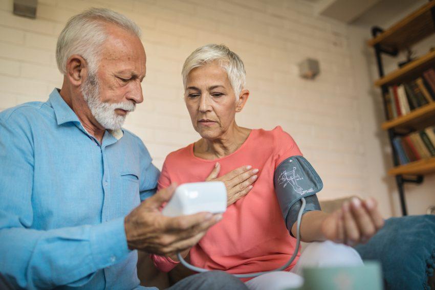 Ciśnienie krwi - czym jest i jakie są jego normy? Kiedy występuje niedociśnienie, a kiedy nadciśnienie?