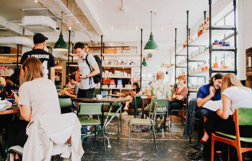 Jedzenie na mieście / istockphoto.com