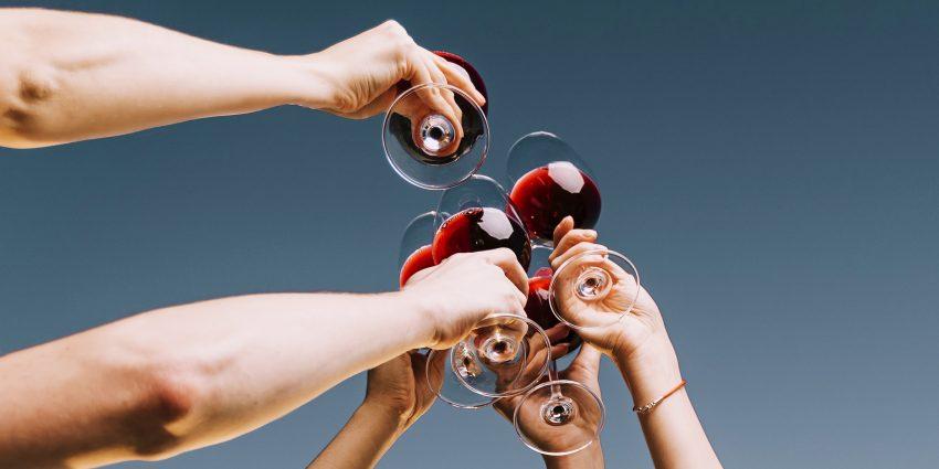 toast kieliszkami z winem