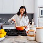 Dieta w endometriozie. Na co zwrócić uwagę, a czego lepiej unikać? Wyjaśnia dietetyczka