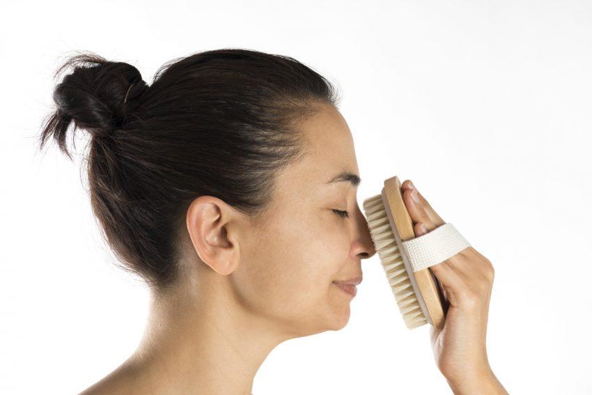 Złuszczanie naskórka sposobem na oczyszczenie skóry