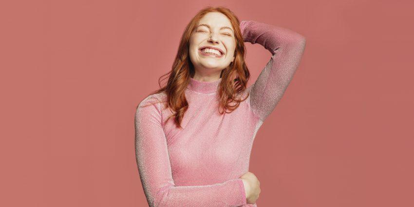 śmiejąca się kobieta