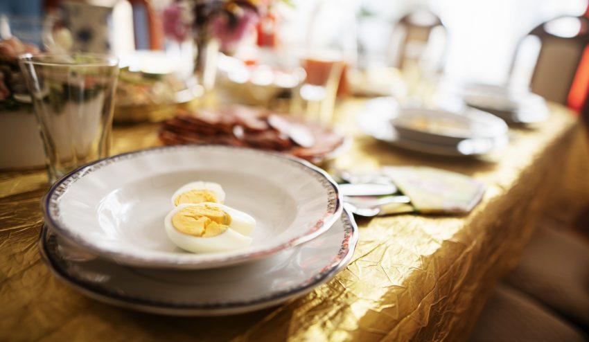 Wielkanocne obżarstwo i co potem? Jak uniknąć kłopotów z niestrawnością?