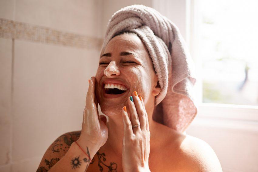 mycie twarzy żelem do higieny intymnej