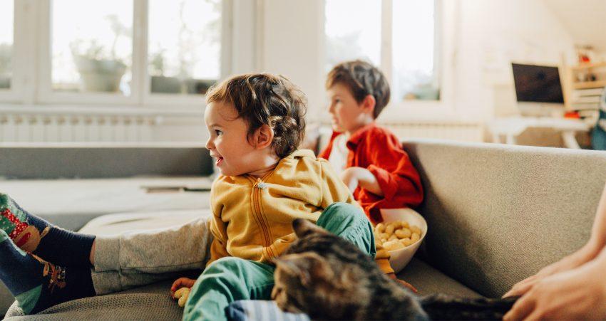 Dlaczego dzieci tak silnie reagują w momencie wyłączenia im bajek? Tłumaczy psychoożka
